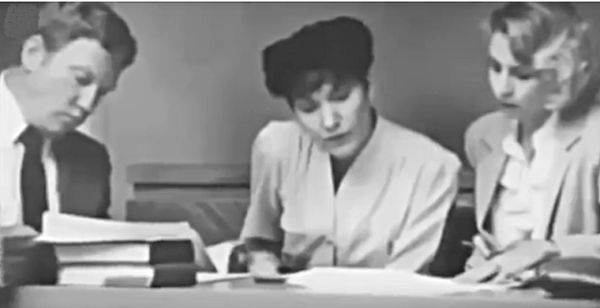 Judy Buenoano reviewing trial notes. Source: Death Row Stories